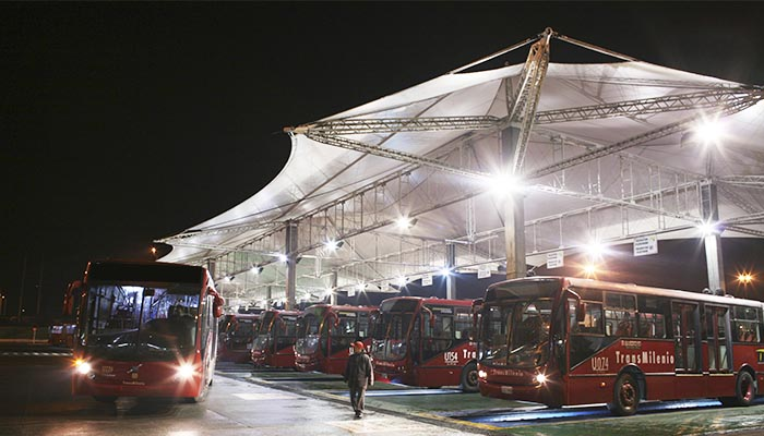 Buses Troncales en uno del os patios del Sistema TransMilenio.