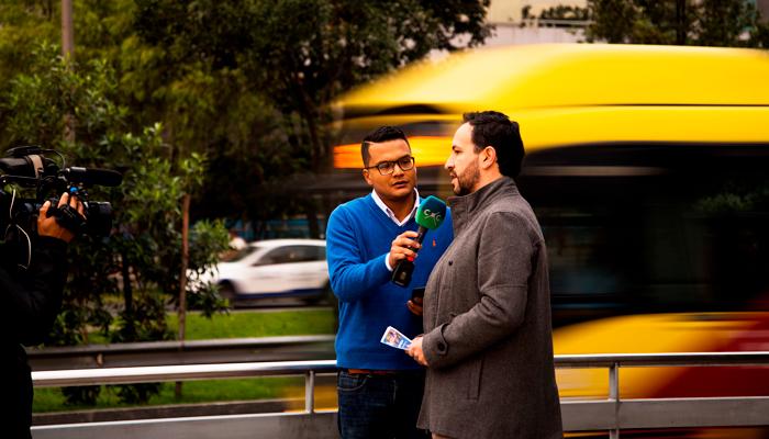 Felipe Ramírez , Subgerente Técnico explicando al canal Capital los cambios del 3 de Marzo