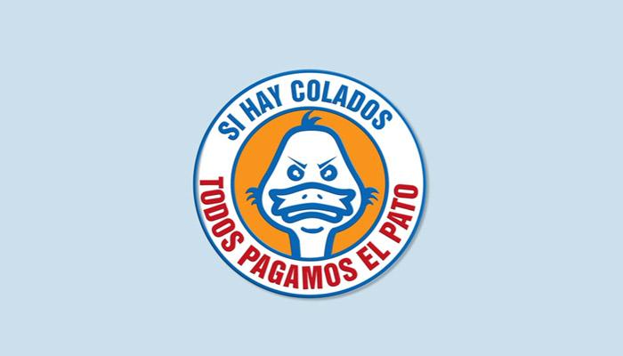 """Logo de campaña """"Todos pagamos le pato"""", pato ilustrado  con cara de pícaro"""