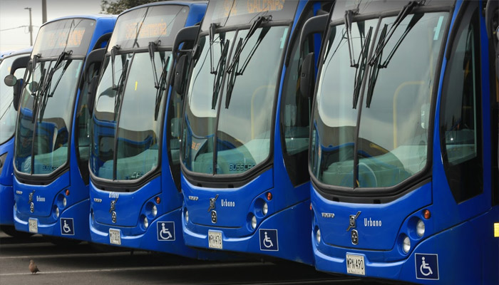 """Flota de buses del SITP en el patio """"Portal 80"""""""