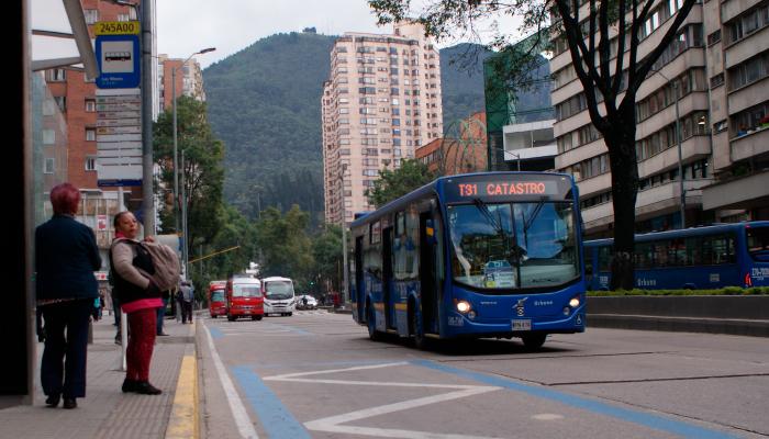 Ruta urbana en una vía de la ciudad