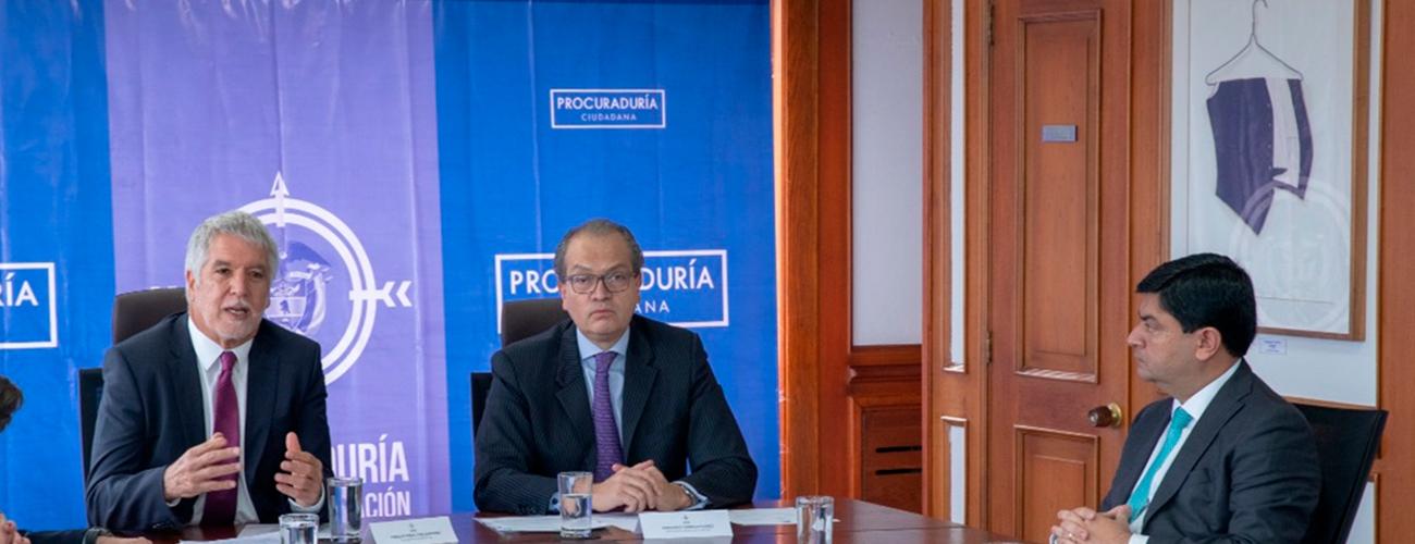 Alcalde Enrique Peñalosa hablando acerca del  memorando de entendimiento