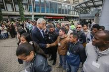 alcalde_de_bogota_agradeciendo_a_policias.jpg