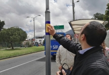 Señalización de lectoescritura Braille instaladas en 50 paraderos de los buses zonales (SITP).