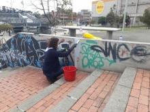Gerente General de TransMilenio limpiando calles en el sector de San Cristobal