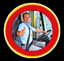 Conductora del Sistema TransMilenio listo para servir a los usuarios
