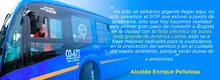 Alcalde Enrique Peñalosa subido en el bus eléctrico