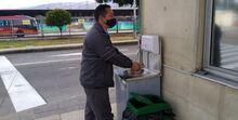 Lavado de manos de un conductor